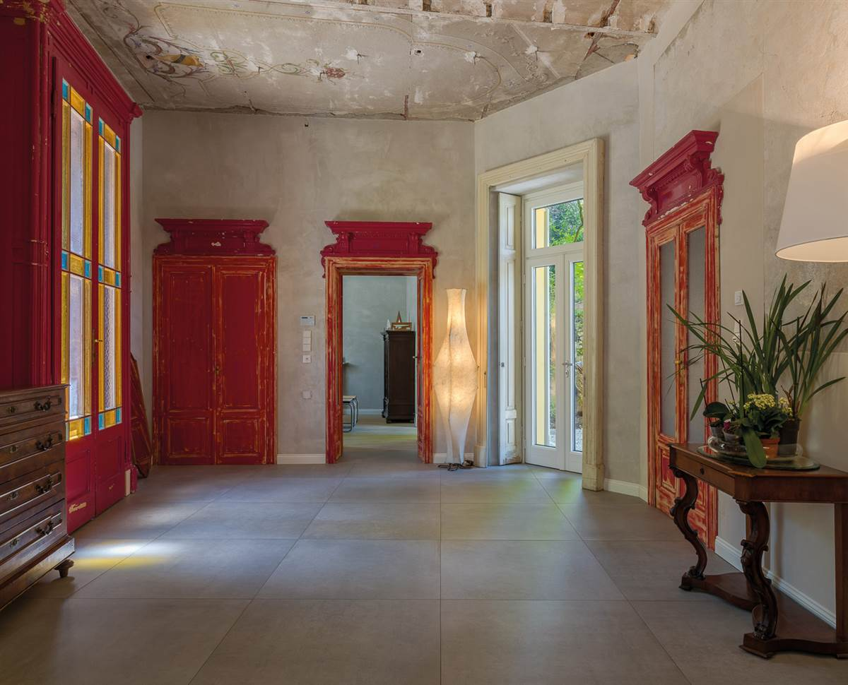Villa Castelli after retrofit: entrance and staircase, ground floor, © Valentina Carì